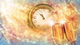 Prost Neujahr 2019, Silvester mit Sekt und Uhr - 186974863