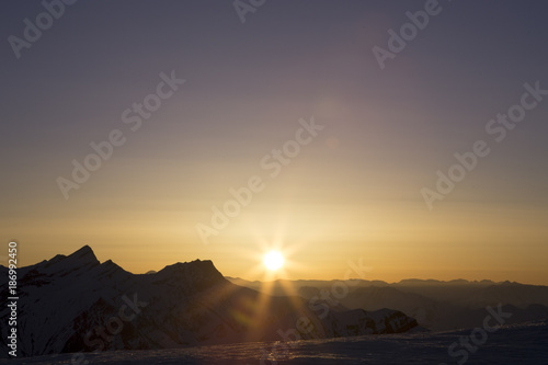 Aluminium Zonsopgang Sunrise in the mountains. The sun rises from behind the mountains. Gudauri. Georgia. Caucasus.