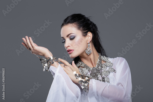 Sensual belly dancer performance portrait - 186998651