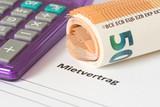 Ein Mietvertrag für eine Wohnung und Euro Geldscheine - 187014250
