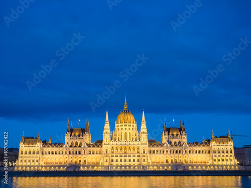 Foto op Plexiglas Boedapest Budapest Parliament building in the evening.