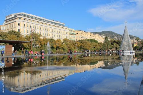 Aluminium Nice Promenade du Paillon et son Miroir d'eau à Nice, cote d'Azur, France
