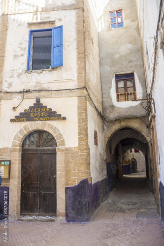 Keuken foto achterwand Smal steegje Blaue Türen in Essaouira