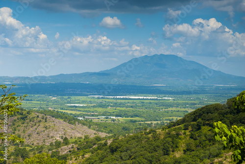 In de dag Blauwe jeans Summer landscape with mountains, cloudy sky, green grass and trees in Guatemala.