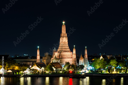 Deurstickers Bangkok Night view of Wat Arun temple and Chao Phraya River, Bangkok, Thailand