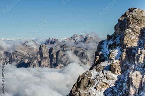 Fotobehang Blauwe jeans Sentiero Armentarola tra le Dolomiti (Trentino Alto Adige, Italia)