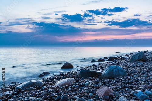 Abends an der Küste der Ostsee - 187108688