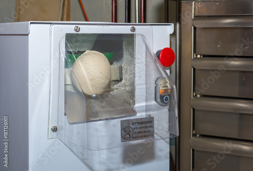 Poster Pizzeria Commercial pizza dough rounder for a best dough preparation before moulding
