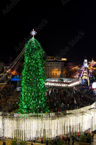 Foto op Plexiglas Kiev Beautiful view from above on center of city and decorated Christmas tree on Saint Sophia square in Kyiv, Ukraine, 2018.