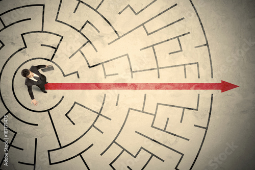 Foto Murales Business person standing in the middle of a circular maze