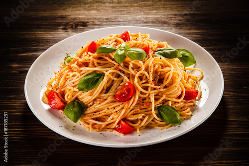 Pasta with meat, tomato sauce and vegetables - 187185251