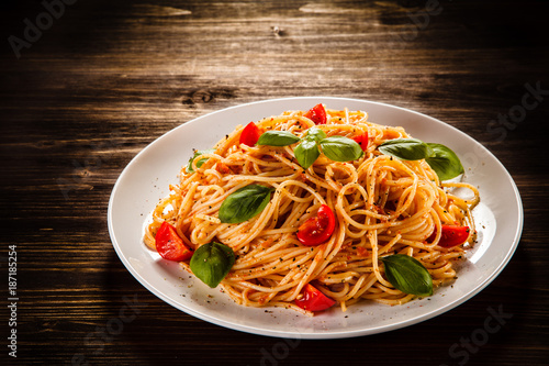 Pasta with meat, tomato sauce and vegetables - 187185254