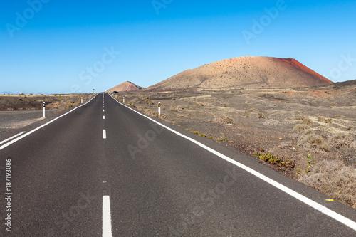 Deurstickers Canarische Eilanden Lanzarote road landscape, Canary Islands
