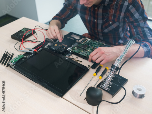 laptop computer maintenance repair service. Troubleshooting. Technology electronics