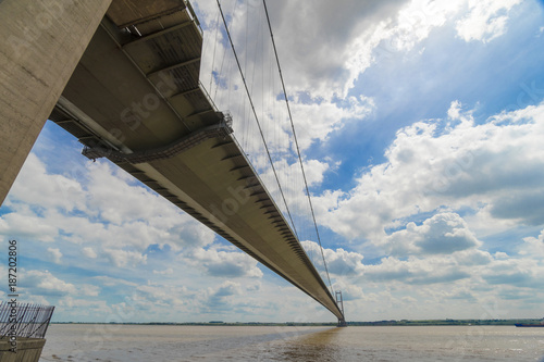 Foto Murales Humber Bridge, looking south from Yorkshire to Lincolnshire, England, uk