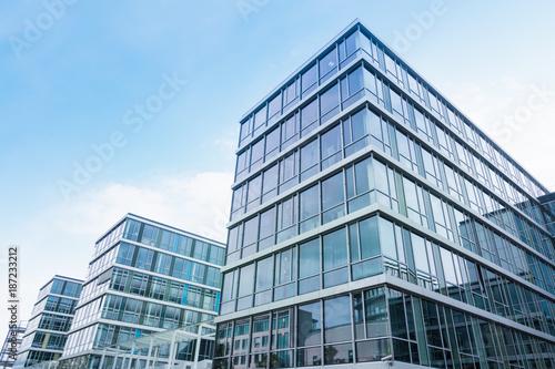 Leinwanddruck Bild modernes Bürogebäude in Deutschland
