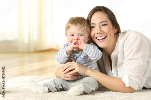Smiley mother and baby looking at you at home - 187247682