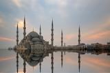 Stambuł, Turcja. Sułtan Ahmet Camii nazwał Błękitny Meczet tureckim islamskim zabytkiem z sześcioma minaretami, główną atrakcją miasta.