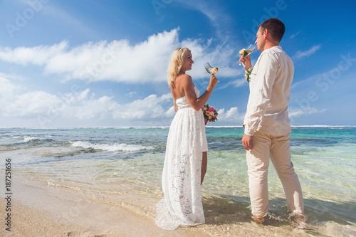 Foto Murales wedding couple just married