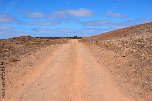 Foto op Canvas Canarische Eilanden Countryside Desert Dirt Road