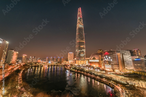 Fotobehang London Twilight sunset at han river seoul koreanight city scape at lotte world mall seoul korea