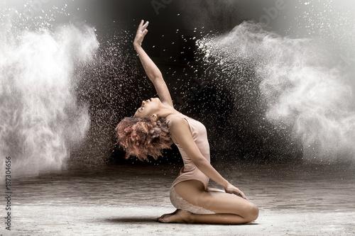 Beautiful dancer performing in dust. - 187304656