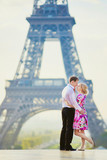Couple in front of the Eiffel tower in Paris, France - 187313000