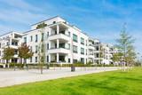 Mehrfamilienhäuser - Wohngebiet und Park - 187317072