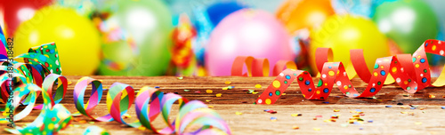 Panoramic party banner with balloons and streamers - 187318482