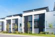 Leinwanddruck Bild - moderne Reihenhäuser in einem Neubaugebiet