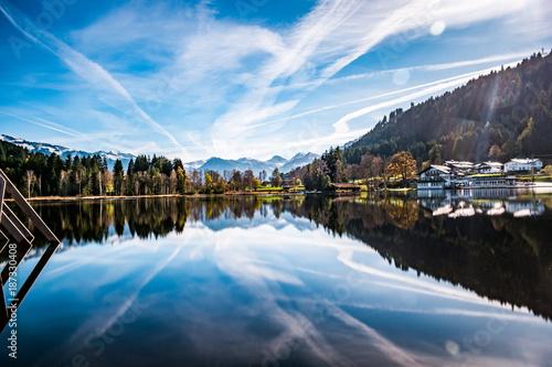 Deurstickers Blauwe hemel Schwarzsee bei Tag