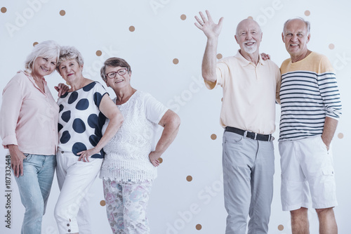 Foto Murales Elderly friends at party