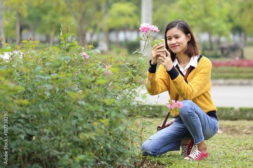 Foto Murales 花と女性