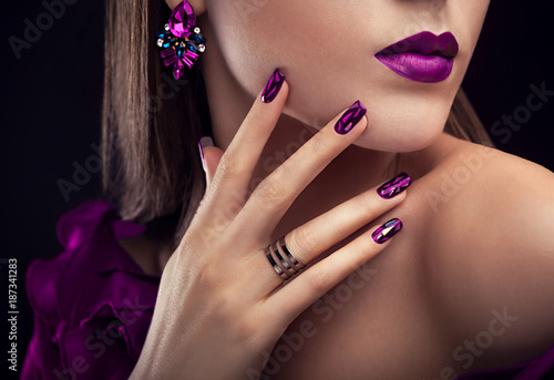 Foto op Canvas Manicure Beautiful woman with perfect make-up and manicure wearing jewellery