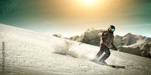 Foto op Aluminium Kasteel winter skier