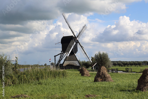 Deurstickers Rotterdam Windmill and hay bales at Kinderdijk, Holland