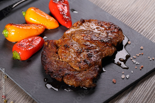 Keuken foto achterwand Steakhouse delicious ribeye steak with vegetables