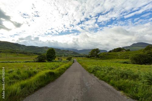 Fotobehang Wit Ireland Countryside Road