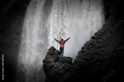 Wasserfall Skogafoss dukel, monochrome