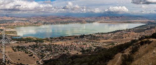 Papiers peints Cappuccino Panorama of Lake Elsinore in California