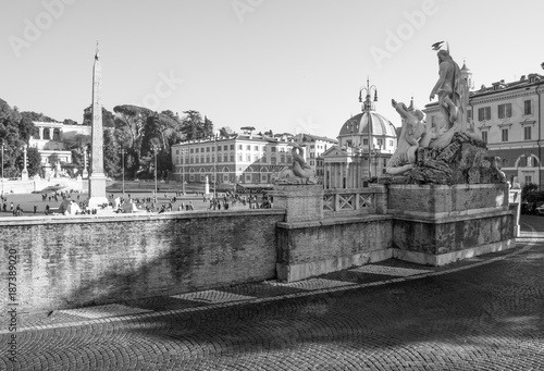 Fotobehang Rome Rome, Italy - The monumental Lungotevere in historic center of Rome. Here in particular the Piazza del Popolo square