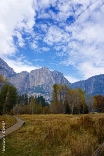 Deurstickers Blauwe hemel Yosemite Mountain Skyline
