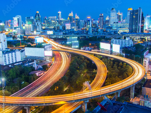 Foto op Canvas Nacht snelweg angkok city highway road interchanged and downtown
