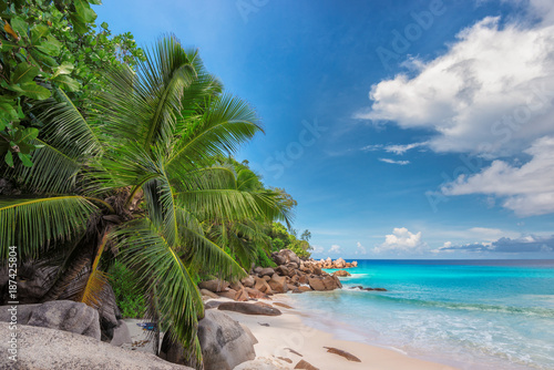 Fotobehang Tropical strand Sunset at tropical beach in Seychelles.
