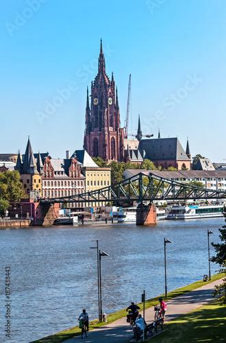Fotobehang Blauw Stadtansicht Frankfurt rund um den Eiserner Steg