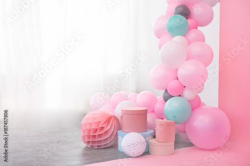 Foto Murales Pink balloons and boxes decoration