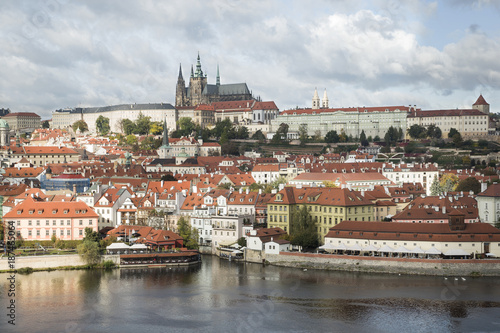 Poster Praag View of Mala Strana and Prague castle over Vltava river