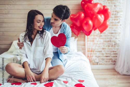 Papiers peints Kiev Couple in bedroom