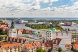 Fototapeta City - Szczecin z lotu ptaka. Krajobraz starego miasta z Zamkiem Książąt Pomorskich, rzeka Odrą i portem w oddali. © art08