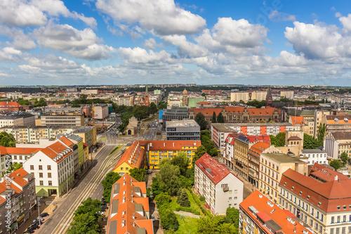 Zdjęcia na płótnie, fototapety na wymiar, obrazy na ścianę : Szczecin - krajobraz miasta z lotu ptaka. Panorama miasta z horyzontem i niebem.